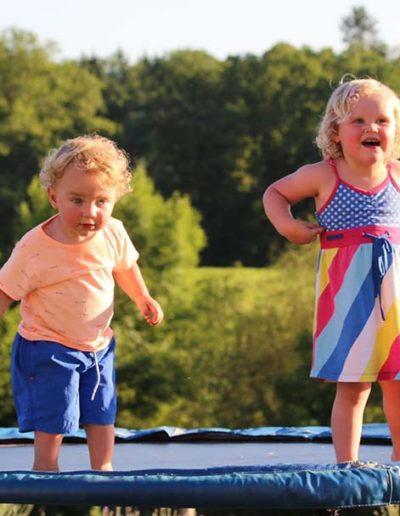 Samen-op-de-trampoline